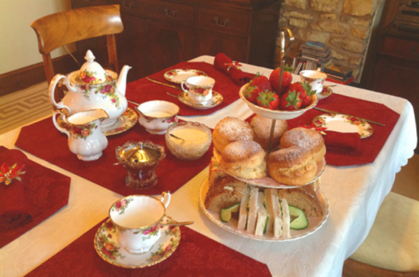 Learn the table etiquette of afternoon tea