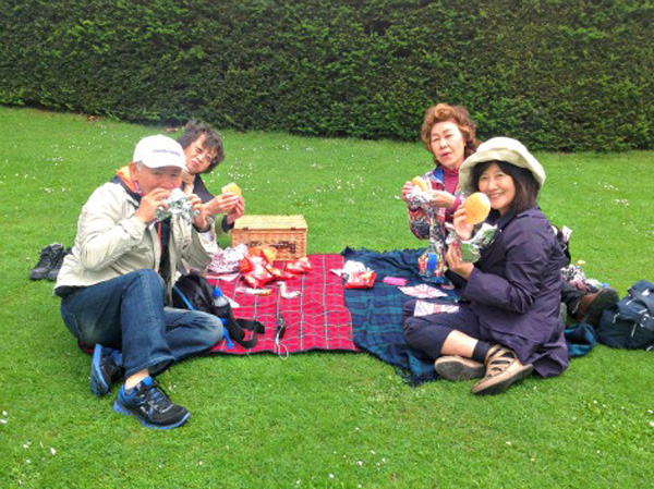 Enjoying a picnic at Chatsworth