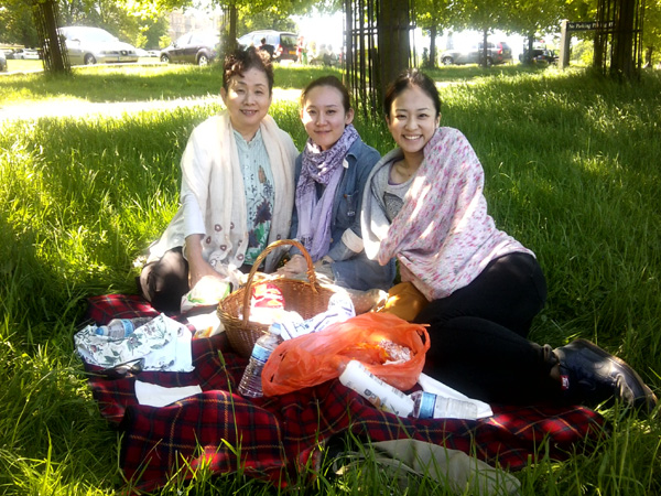 Enjoying a picnic on homestay.